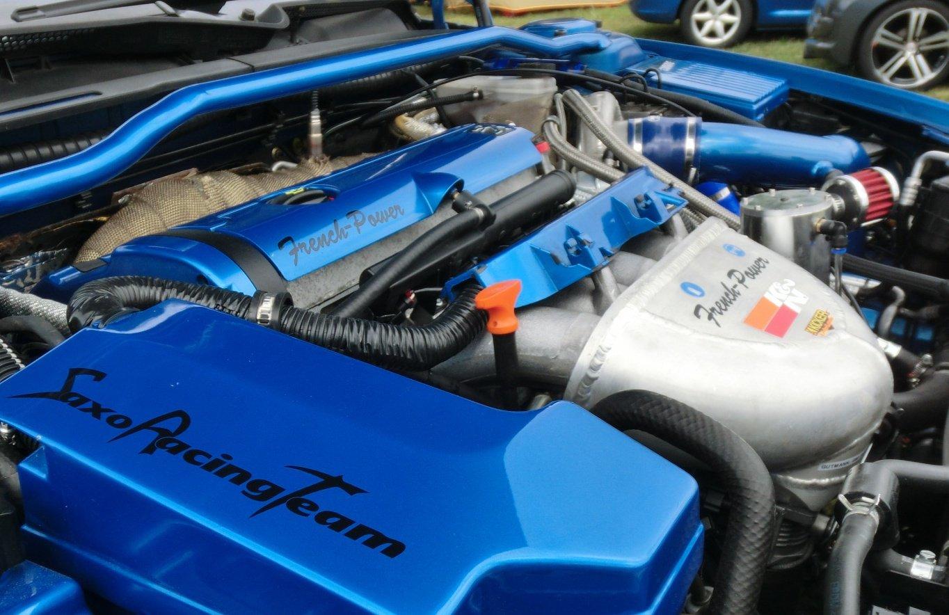Peugeot 406 Coupe 2,2 16v Turbo - Motorraum